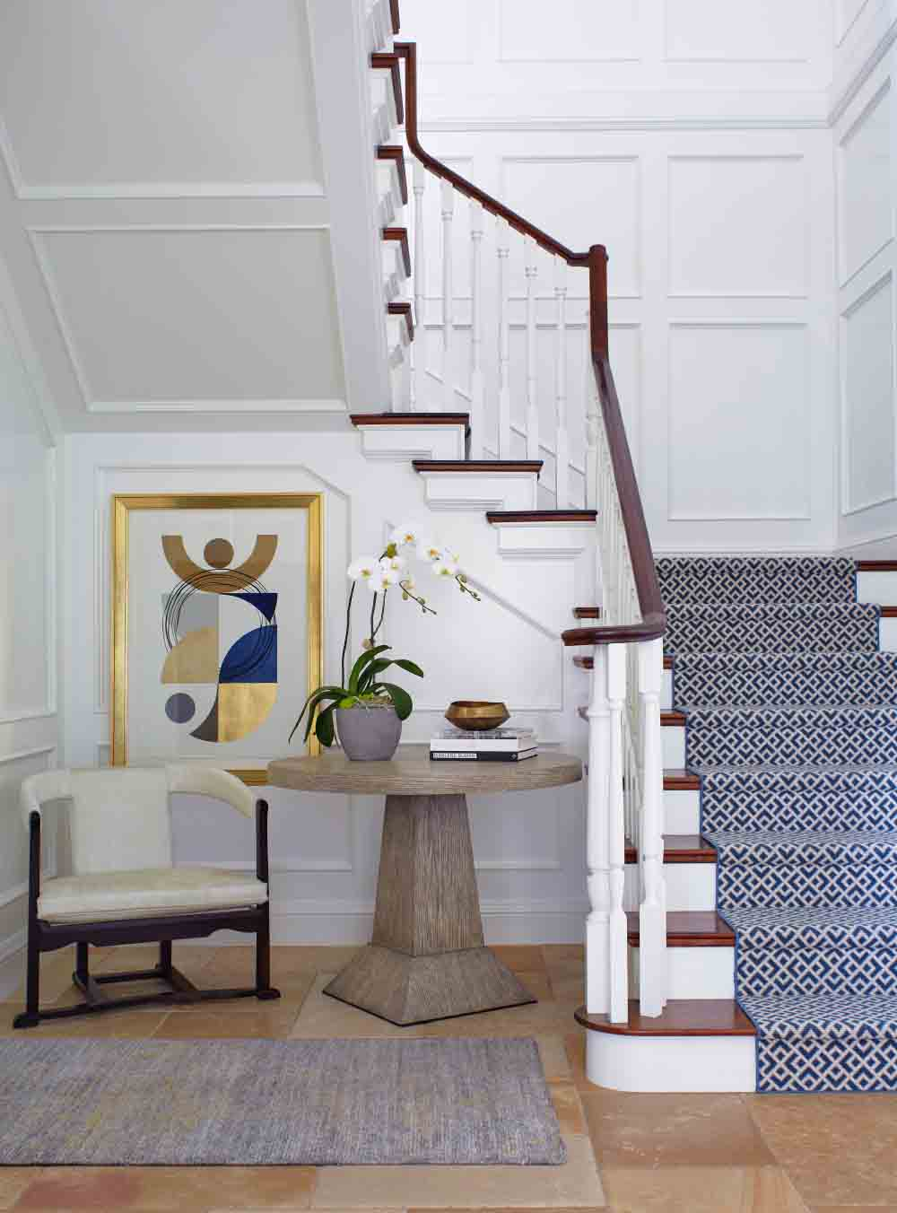 002_staircase_foyer_056a